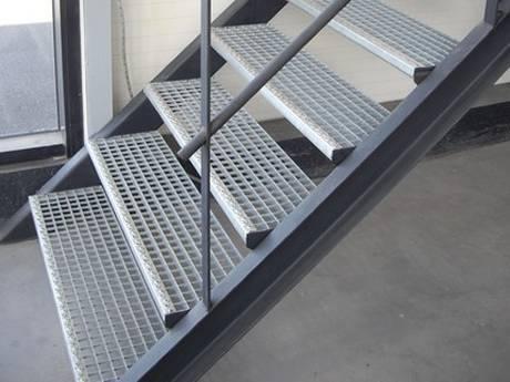 steel-grating-stairs-indoor